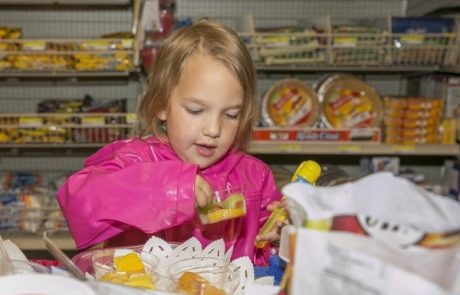 Watch A 3-Year Old Do The Grocery Shopping